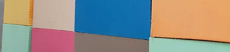 Bloques de espuma de poliuretano en diversos colores, fabricados en España por Pagola Pliuretanos S.A.